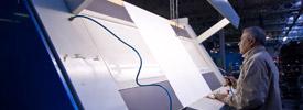 Ennoblissement mécanique, contre collage, transfert, métallisation, découpe grande et petites séries.